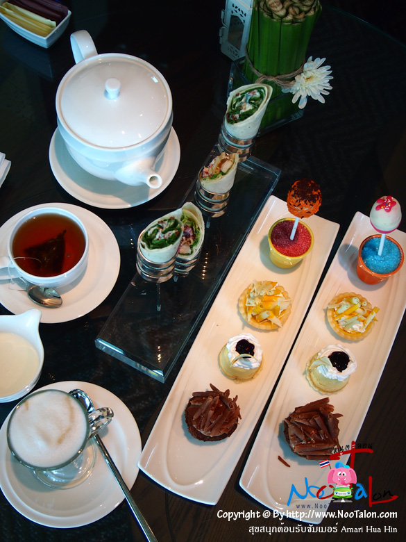ชุด Afternoon Tea มาแล้ว ที่เห็นนี้ 2 ชุด สั่งล่วงหน้าบนเว็บไซต์เหมือนกัน ปริมาณมาแบบกินเล่นๆ แก้หิวในยามบ่าย (รีวิวรูปภาพ สุขสนุกต้อนรับซัมเมอร์ Amari Hua Hin - หนูตะลอน)