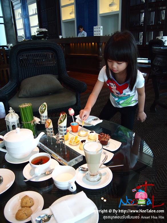 คุณลูกสาวเลือกกินอย่างสนุกสนาน (รีวิวรูปภาพ สุขสนุกต้อนรับซัมเมอร์ Amari Hua Hin - หนูตะลอน)