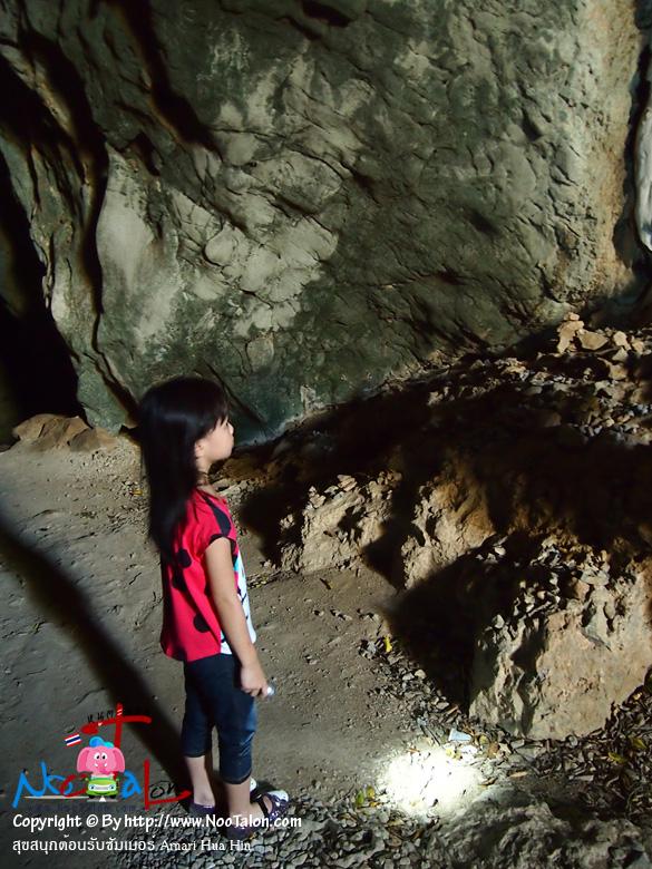คุณลูกสาวสวมบทนักสำรวจน้อยอย่างสนุกสนาน (รีวิวรูปภาพ สุขสนุกต้อนรับซัมเมอร์ Amari Hua Hin - หนูตะลอน)