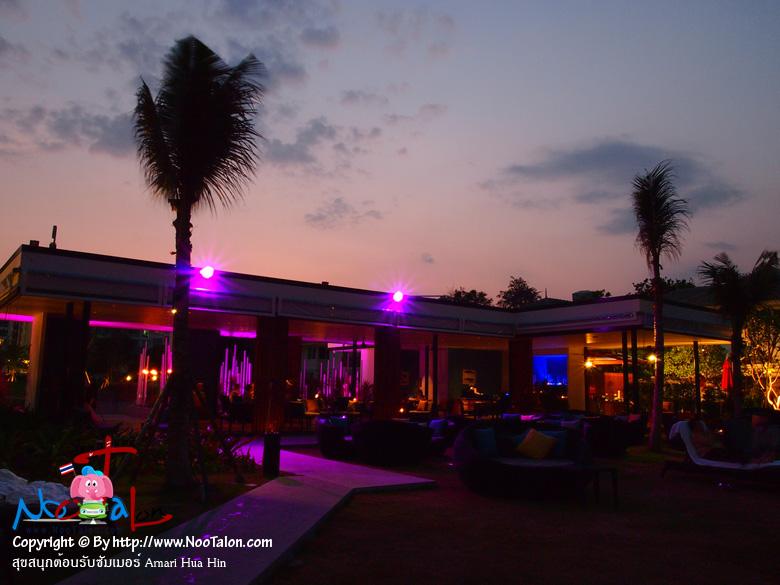 ชอร์ไลน์บีชคลับ (Shoreline Beach Club) อยู่ริมชายหาดส่วนตัวห่างจากโรงแรมผมคาดว่าประมาณหลายร้อยเมตร สามารถให้รถของทางโรงแรมมาส่งที่ริมชายหาดได้เลย (รีวิวรูปภาพ สุขสนุกต้อนรับซัมเมอร์ Amari Hua Hin - หนูตะลอน)