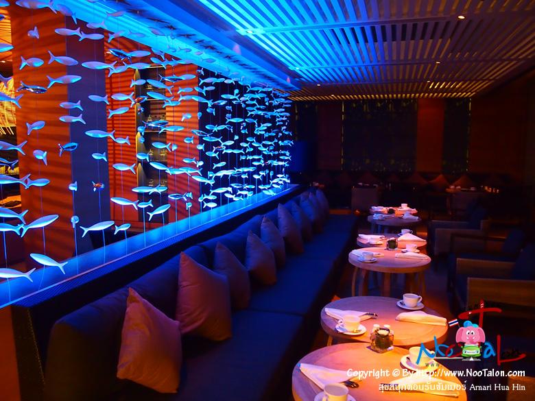 รีฟเดลิ บิสโทรและอินเทอร์เน็ตคาเฟ่ (Reef Deli - bistro & internet cafe) แสงสีสวยงามน่านั่งดี (รีวิวรูปภาพ สุขสนุกต้อนรับซัมเมอร์ Amari Hua Hin - หนูตะลอน)